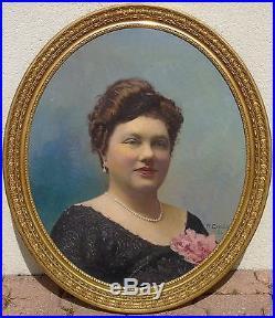 Robert Génicot (1890-1981) Portrait de femme Huile sur toile à vue ovale